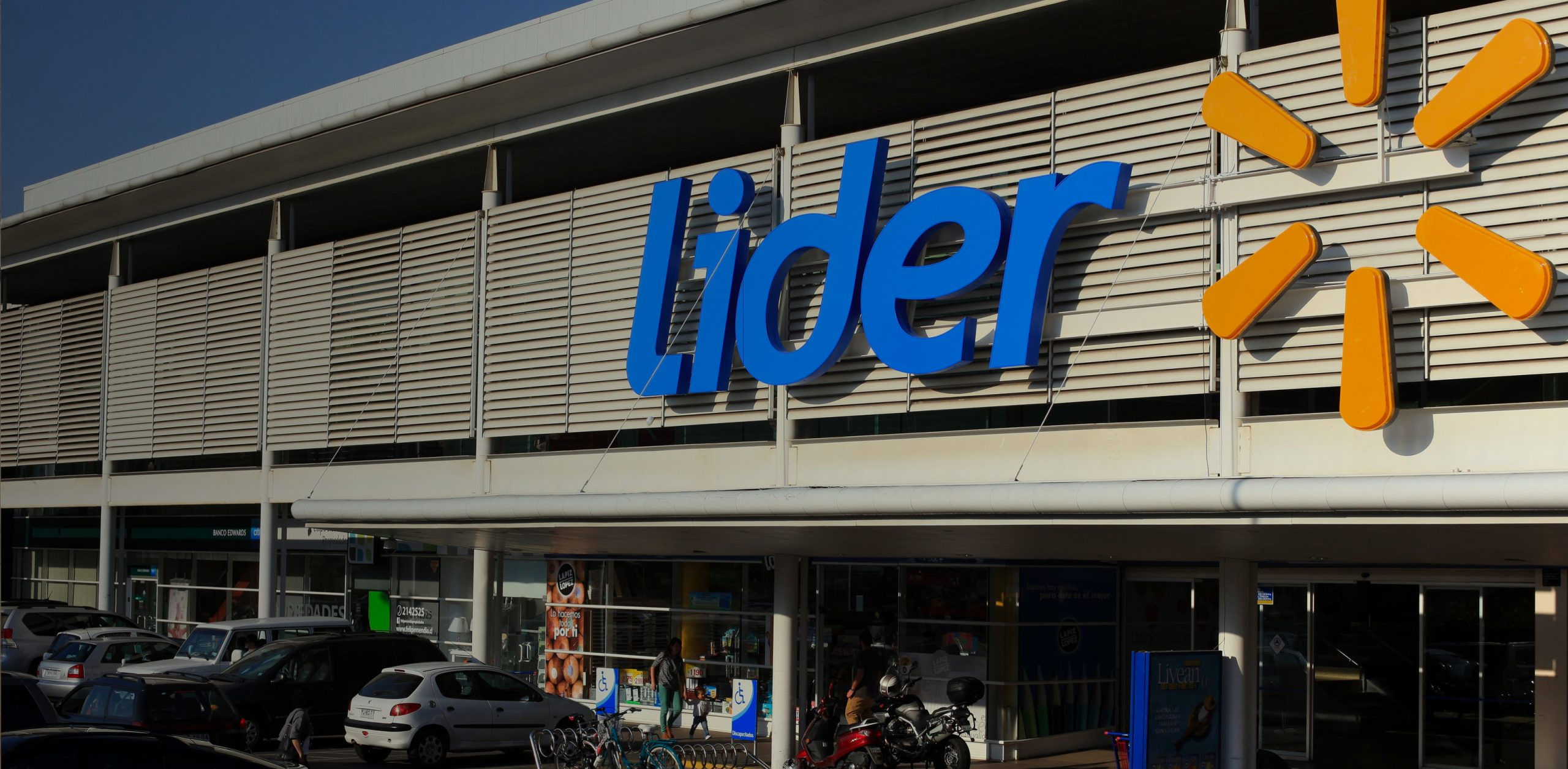Image of a Lider store from the outside(Walmart in Chile)